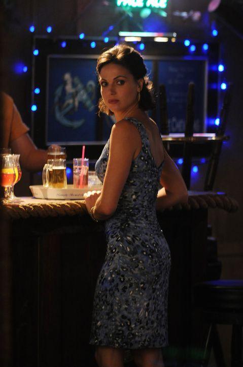 Von der Ärztin zur Partyqueen: Dr. Zambrano (Lana Parilla) mal ganz anders ... - Bildquelle: Warner Brothers