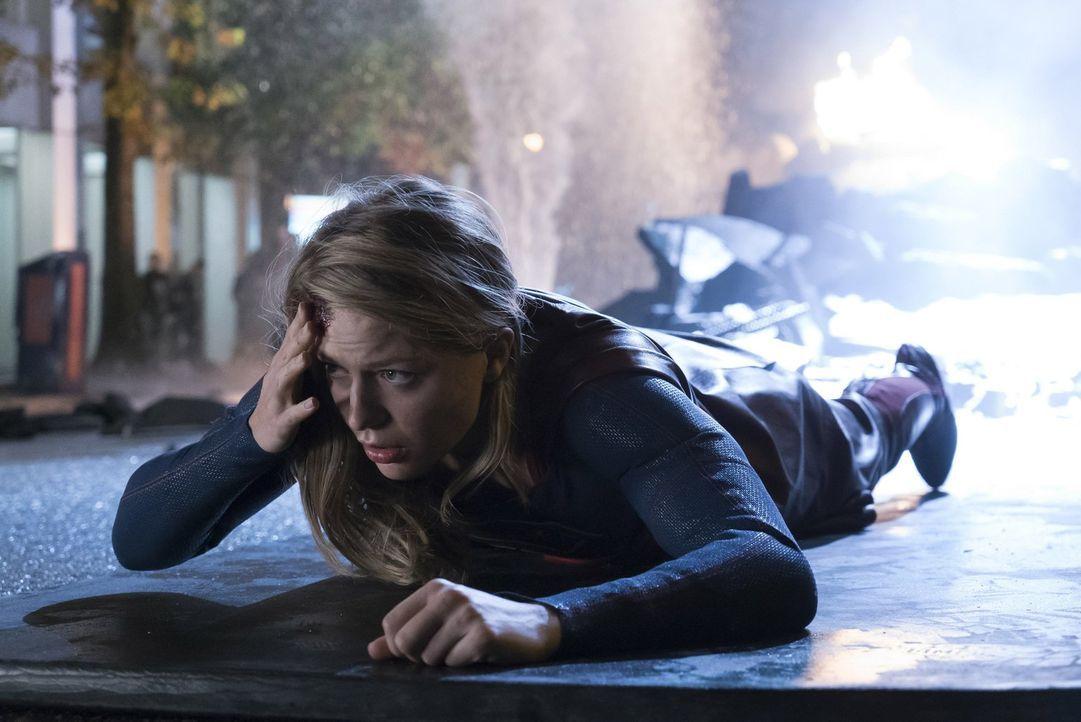 Nachdem überall in der Stadt ein mysteriöses Symbol auftaucht, macht sich Kara alias Supergirl (Melissa Benoist) auf die Suche nach dessen Ursprung.... - Bildquelle: 2017 Warner Bros.