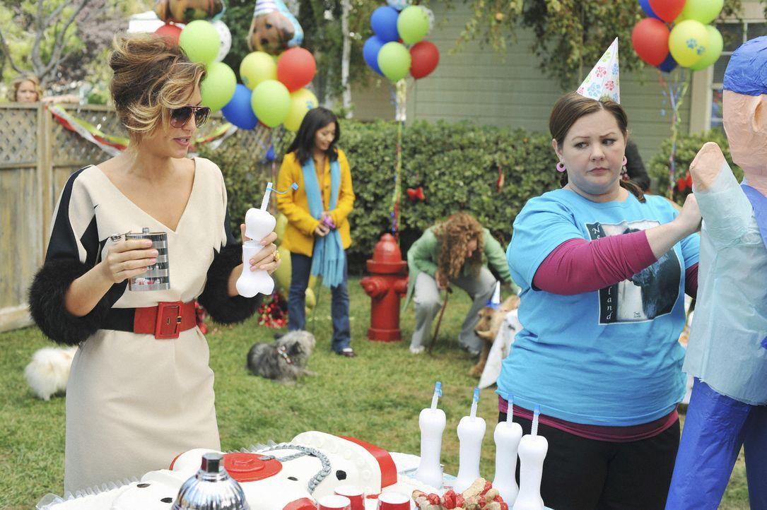 Samantha trifft auf einen ganz besonderen Menschen und bekommt dadurch Probleme mit Andrea (Jennifer Esposito, l.) und Dena (Melissa McCarthy, r.) ... - Bildquelle: 2008 American Broadcasting Companies, Inc. All rights reserved.