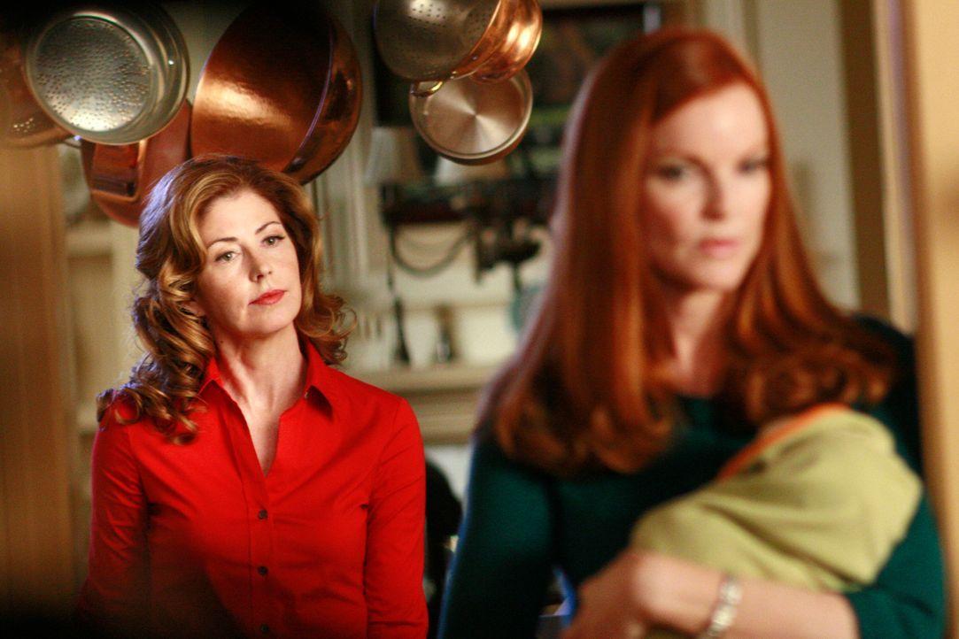 Katherine (Dana Delany, l.) teilt Bree (Marcia Cross, r.) mit, was Sylvia ihr erzählt hat ... - Bildquelle: ABC Studios