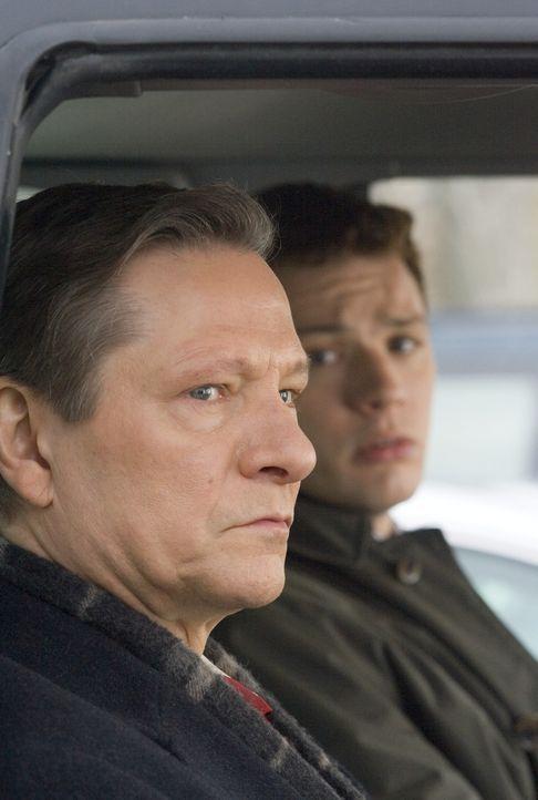 Der FBI-Neuling Eric O'Neill (Ryan Phillippe, r.) ist nicht sonderlich glücklich über seinen ersten Auftrag. Er soll als persönlicher Assistent v... - Bildquelle: Universal Pictures
