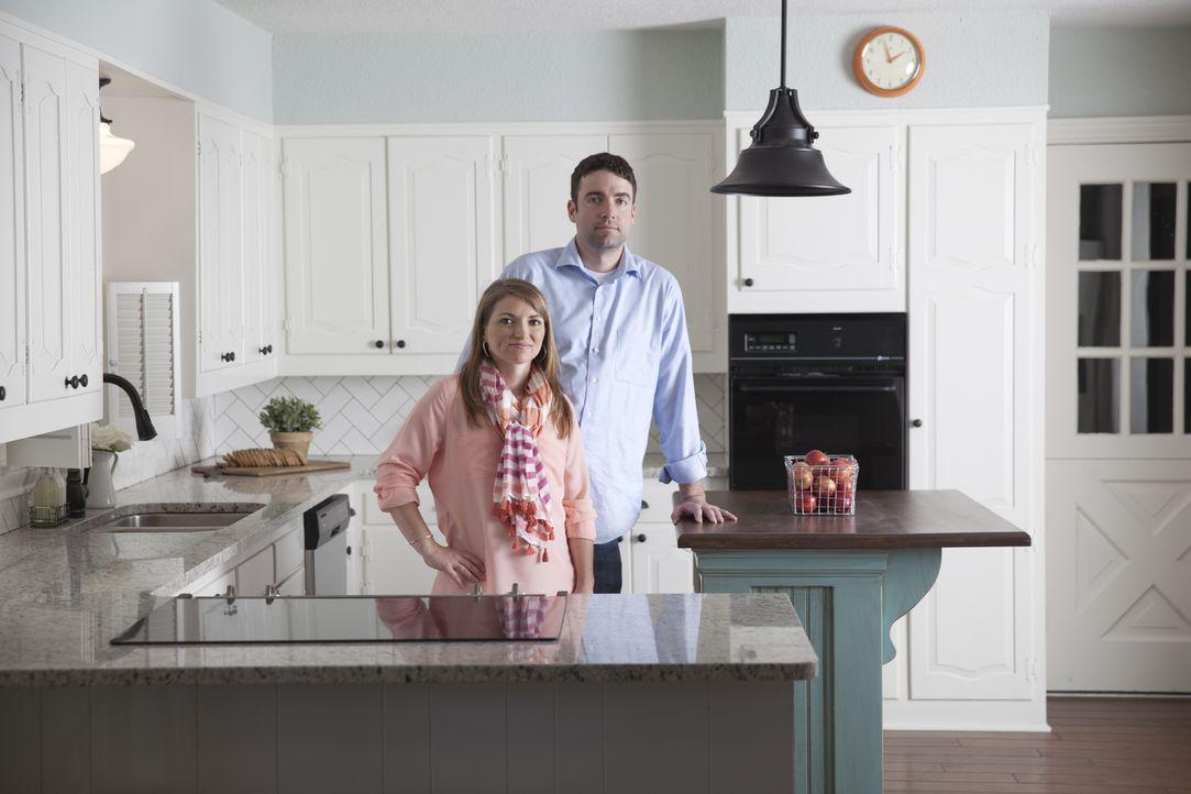Wie werden Rachael (l.) und Andrew (r.) Erwin auf ihr neues, altes Zuhause reagieren? - Bildquelle: Justin Clemons 2014, HGTV/ Scripps Networks, LLC.  All Rights Reserved.
