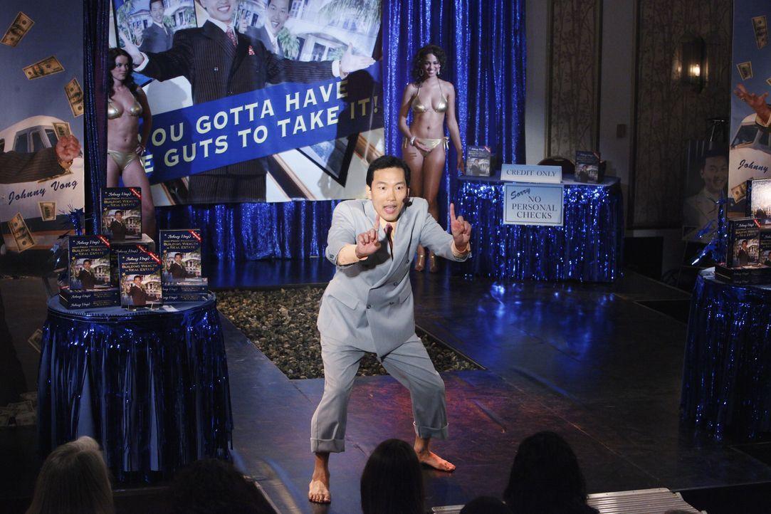 Der Selbsthilfeguru Mr. Vong (Eddie Shin) verkauft reihenweise DVDs, doch in diesen befinden sich auch Schmuggelwaren... - Bildquelle: ABC Studios