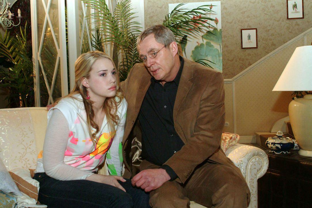 Kim (Lara-Isabelle Rentinck, l.) muss sich von ihrem Vater (Wilhelm Manske, r.) die Leviten lesen lassen. Der hat einen erschreckenden Plan bezügli... - Bildquelle: Sat.1