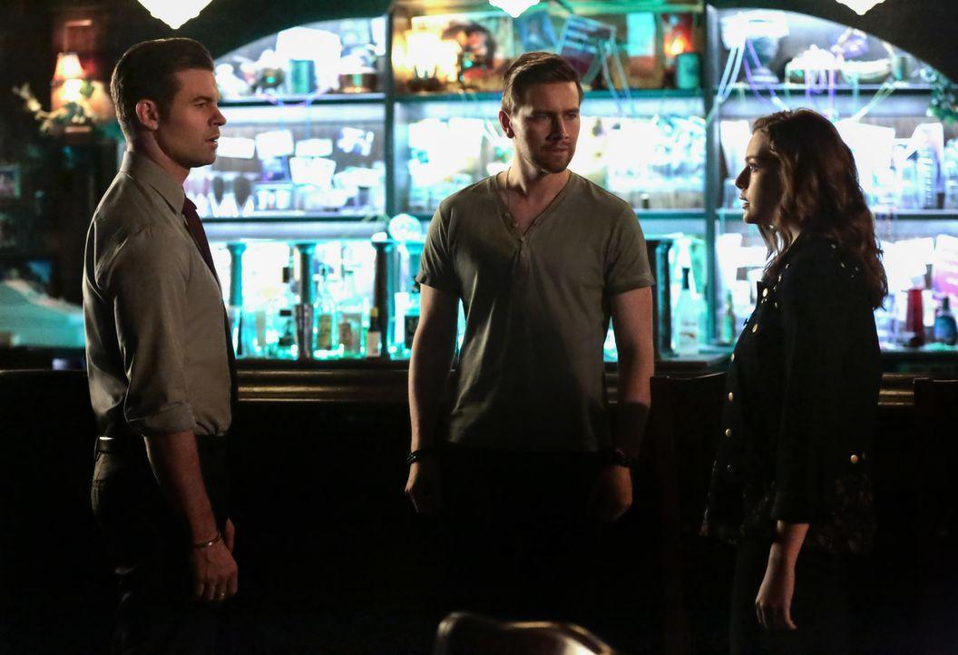 (v.l.n.r.) Elijah (Daniel Gillies); Declan (Torrance Coombs); Hope (Danielle Rose Russell) - Bildquelle: Warner Bros.