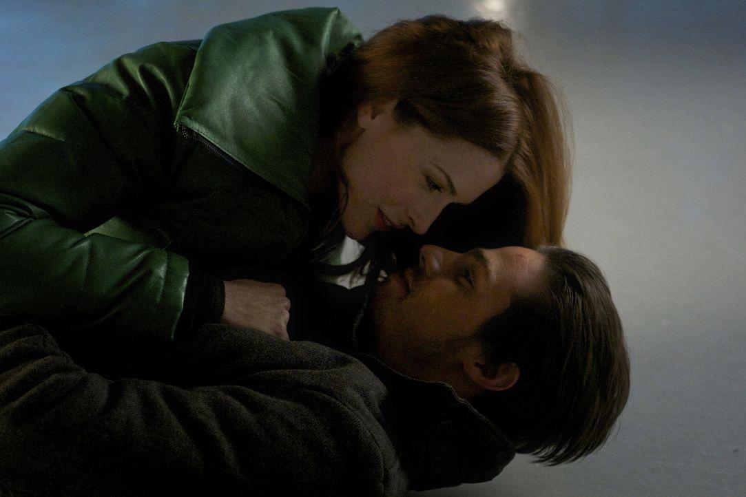 Vincent (Jay Ryan, r.) hat ein aufregendes Date mit seiner ehemaligen Verlobten Alex (Bridget Regan, r.) ... - Bildquelle: 2012 The CW Network. All Rights Reserved.