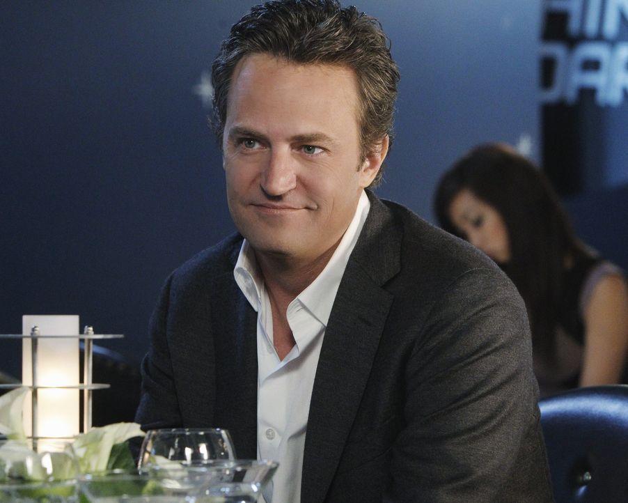 Anfangs findet Ben Donovan (Matthew Perry) den Gedanken, mit Heathers Schwester eine Beziehung zu führen, nicht abwegig ... - Bildquelle: Sony Pictures Television Inc. All Rights Reserved.