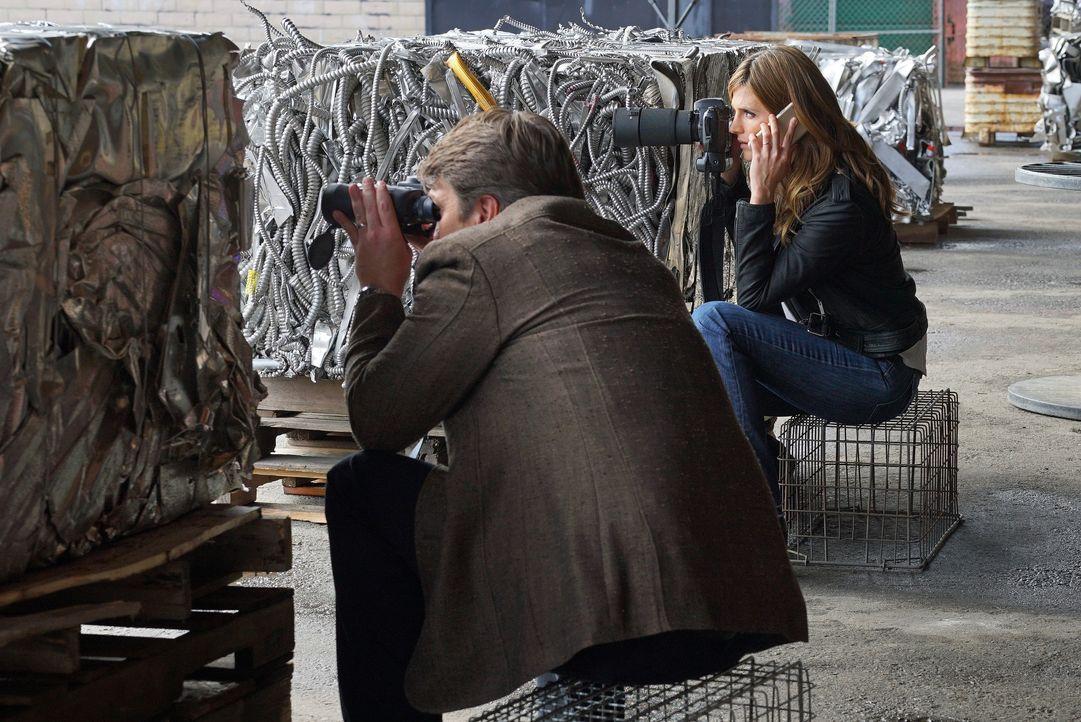 Castle (Nathan Fillion, l.) und Beckett (Stana Katic, r.) wollen endlich gegen LokSat antreten, doch dann gerät alles außer Kontrolle ... - Bildquelle: Byron Cohen 2016 American Broadcasting Companies, Inc. All rights reserved. / Byron Cohen