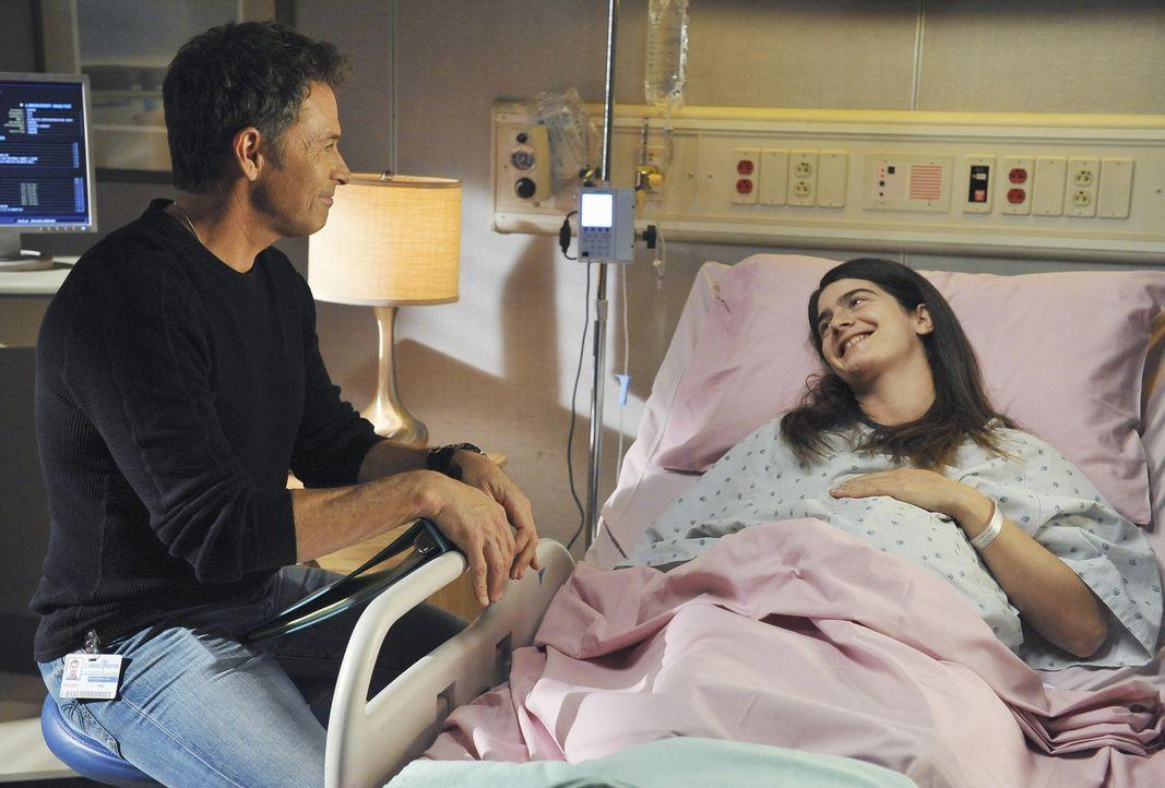 Emily (Gaby Hoffmann, r.), eine Frau die in steter Regelmäßigkeit Babys zur Welt bringt, kommt mit Wehen in die Notaufnahme. Violet und Pete (Tim... - Bildquelle: ABC Studios