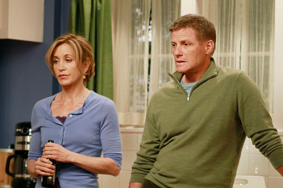 Während Bree Ihrem Leben ein Ende setzten möchte, stehen Lynette (Felicity Huffman, l.) und Tom (Doug Savant, r.) vor neuen Herausforderungen ... - Bildquelle: ABC Studios