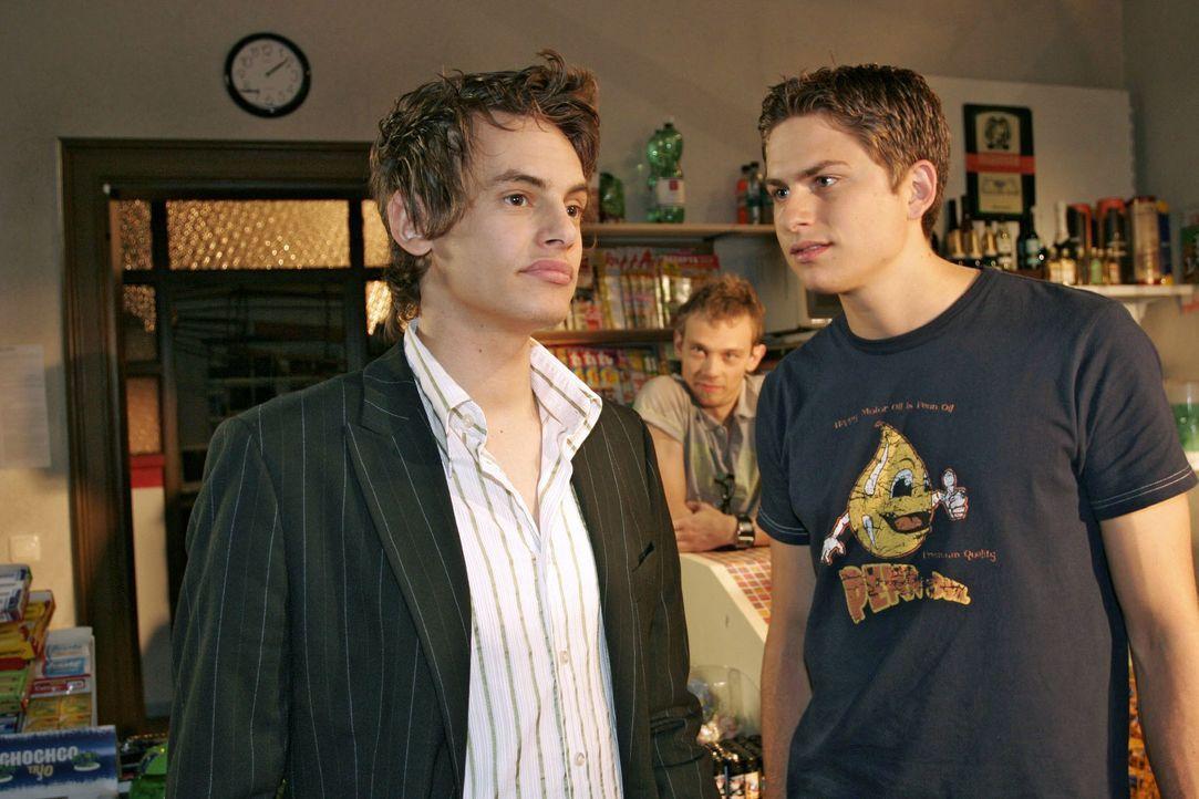 Timo (Matthias Dietrich, r.) lässt Alexander (Shai Hoffmann, l.) nicht an sich ran. - Bildquelle: Noreen Flynn SAT.1 / Noreen Flynn