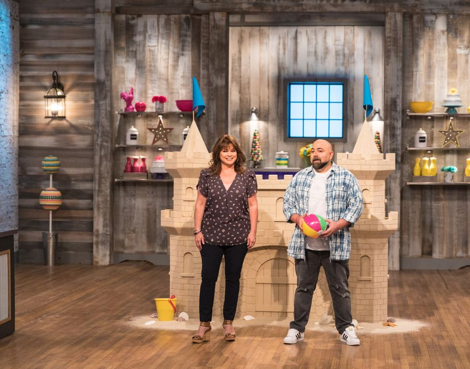 (v.l.n.r.) Valerie Bertinelli; Duff Goldman - Bildquelle: Zack Smith 2017, Television Food Network, G.P. All Rights Reserved./ Zack Smith