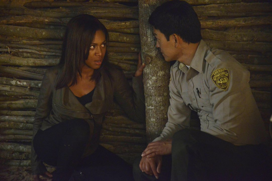 Will Andy (John Cho, r.) Abbie (Nicole Beharie, l.) tatsächlich helfen oder arbeitet er immer noch mit Moloch zusammen? - Bildquelle: 2014 Fox and its related entities. All rights reserved.