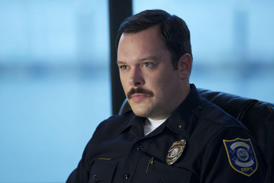 Wird sich Deputy Chief Know (Michael Gladis, M.) wirklich als Bürgermeisterschaftskandidat aufstellen lassen? - Bildquelle: 2013 CBS BROADCASTING INC. ALL RIGHTS RESERVED.