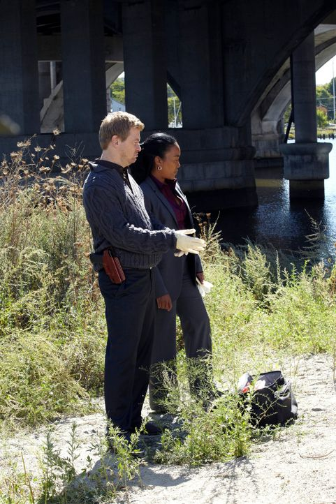 Ein neuer Fall bereitet Peter (Nicholas Bishop, l.) und Samantha (Sonja Sohn, r.) anfangs Kopfzerbrechen ... - Bildquelle: ABC Studios
