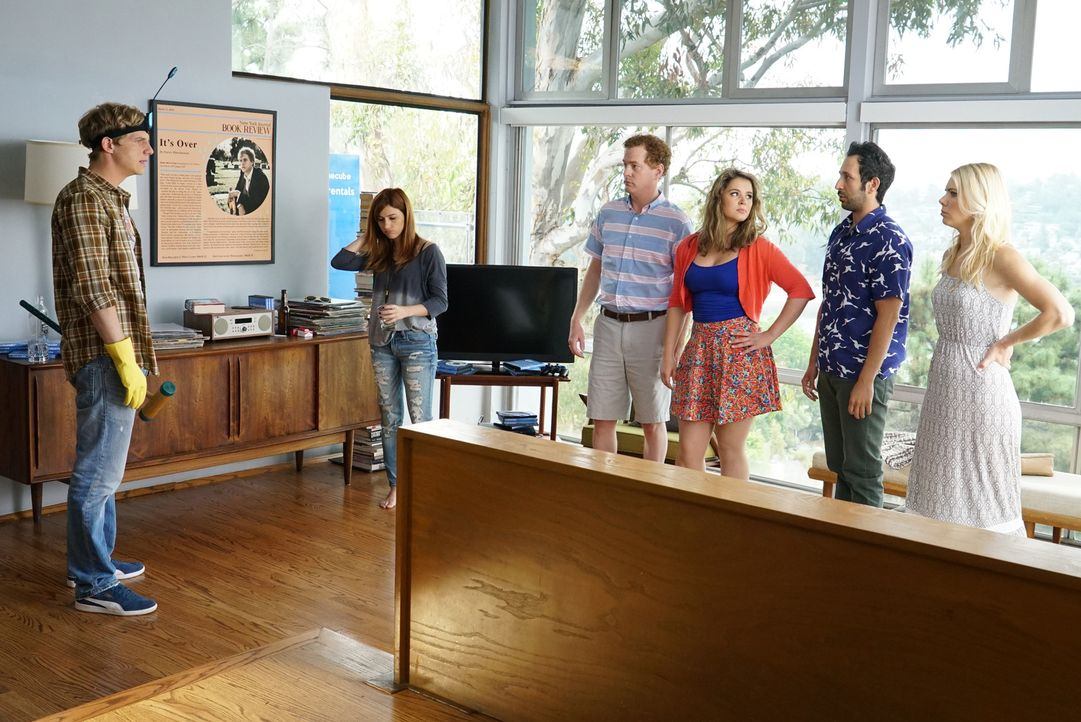 Als Jimmy (Chris Geere, l.), Gretchen (Aya Cash, 2.v.l.), Vernon (Todd Robert Anderson, 3.v.l.), Lindsay (Kether Donohue, 3.v.r.), Edgar (Desmin Bor... - Bildquelle: 2015 Fox and its related entities.  All rights reserved.
