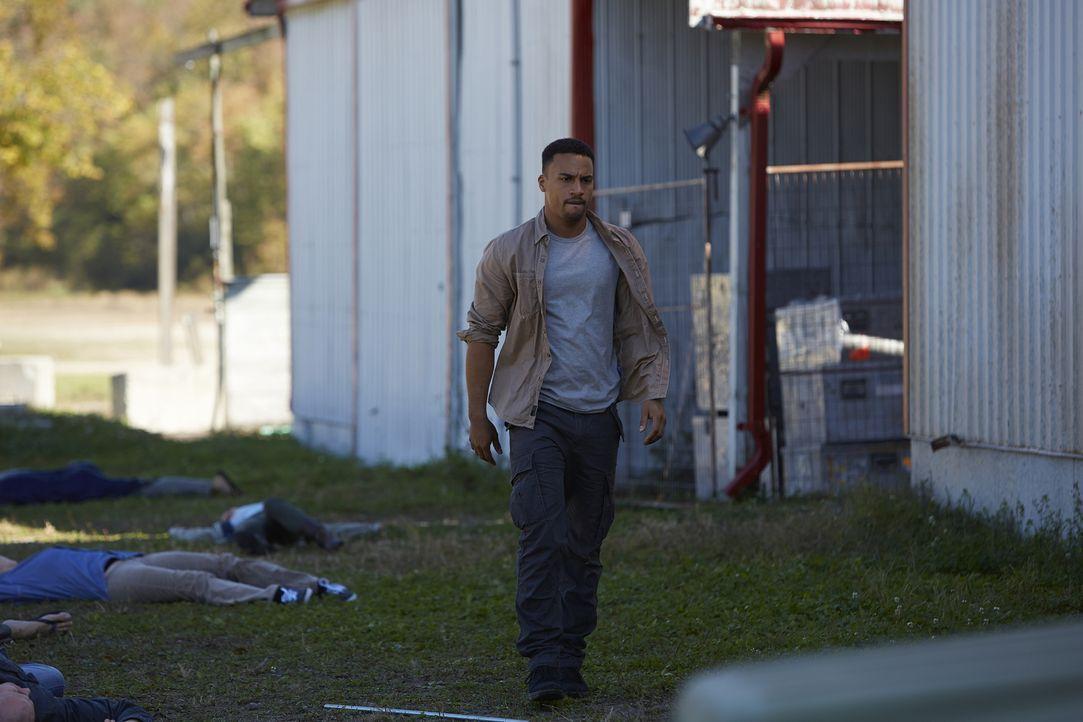 Gelingt es Logan (Michael Xavier) tatsächlich, mit seiner Freundin zu fliegen? - Bildquelle: 2015 She-Wolf Season 2 Productions Inc.