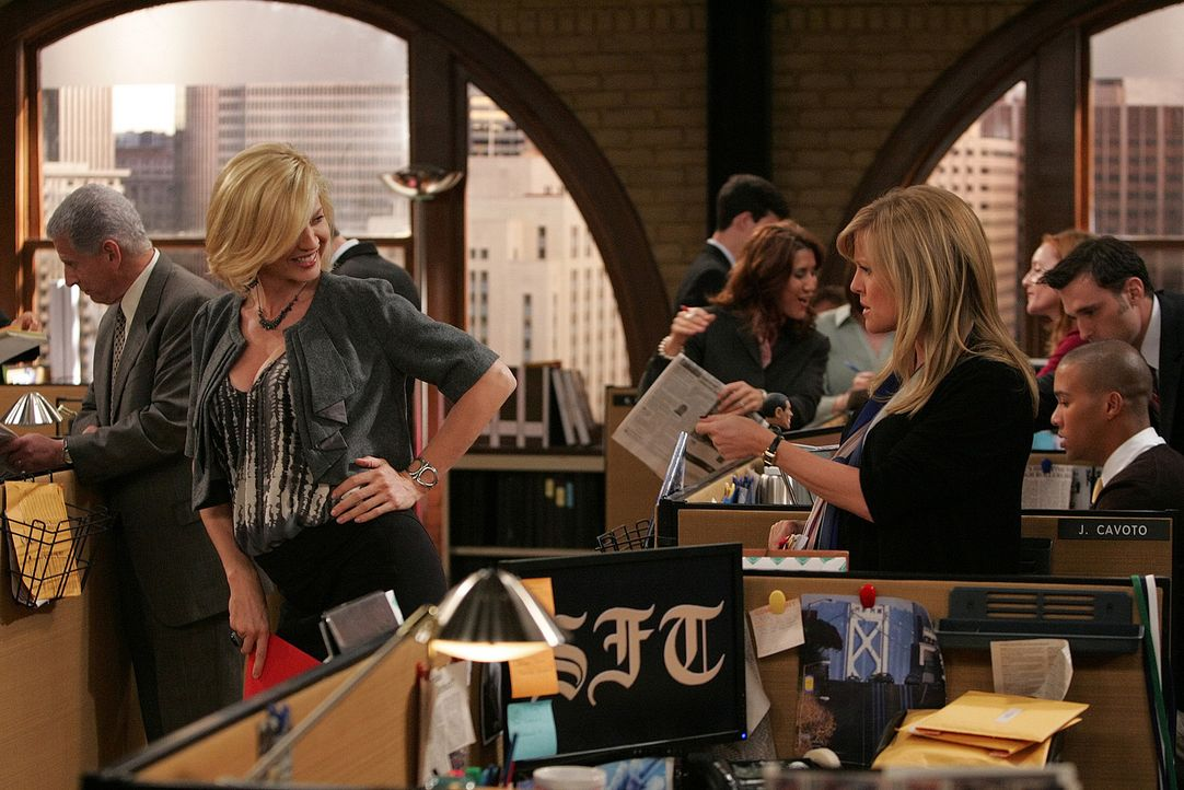 Die Schwangerschaft beschert Billie (Jenna Elfman, l.) einen kurvenreichen Körper, der nicht nur die Aufmerksamkeit der Männerwelt auf sich zieht.... - Bildquelle: 2009 CBS Broadcasting Inc. All Rights Reserved