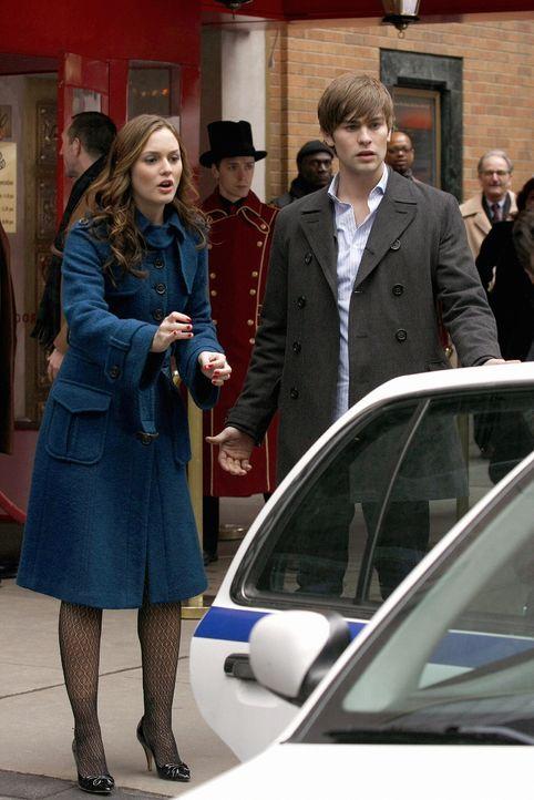 Müssen mitansehen, wie Serena verhaftet wird: Blair (Leighton Meester, l.) und Nate (Chace Crawford, r.) ... - Bildquelle: Warner Brothers
