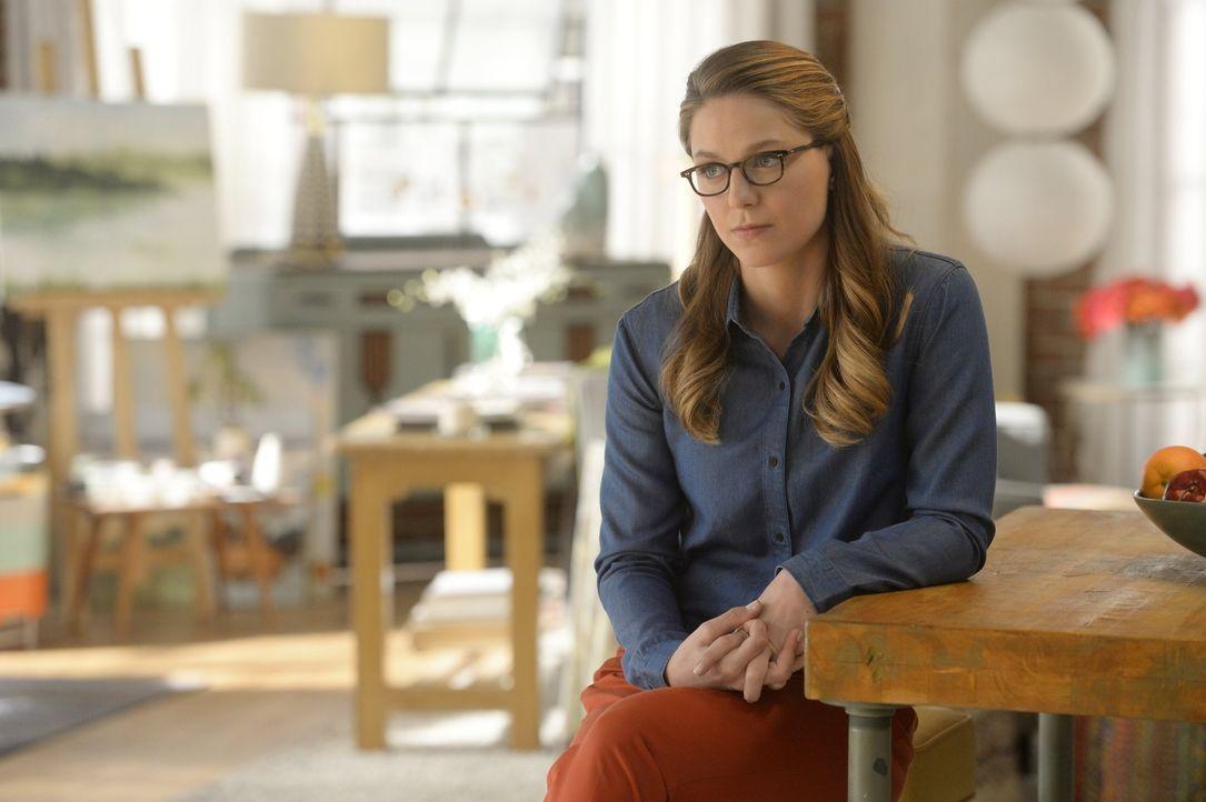 Kara alias Supergirl (Melissa Benoist) ist frustriert, weil die Öffentlichkeit in ihr nicht mehr die strahlende Heldin sieht. Für sie hat nun oberst... - Bildquelle: 2015 Warner Bros. Entertainment, Inc.