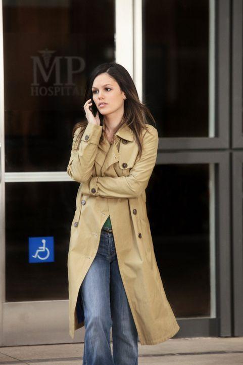 Die Tatsache, dass sie Roses Krankheit nicht erkannt hat, bringt Zoe (Rachel Bilson) zu dem Entschluss, sich nur noch auf ihre Arbeit zu konzentrier... - Bildquelle: Warner Bros.
