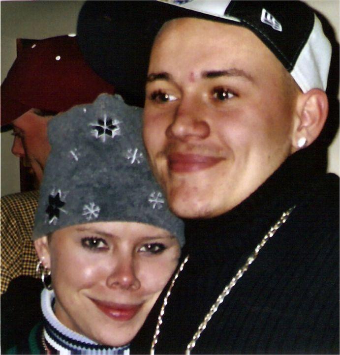 Tiffanys Bruder (r.) gibt den entscheiden Hinweise, als die Polizei die Mörder eines alten Ehepaares sucht. Ausgerechnet Tiffany Cole (l.), für die... - Bildquelle: 2013 NBCUniversal ALL RIGHTS RESERVED.