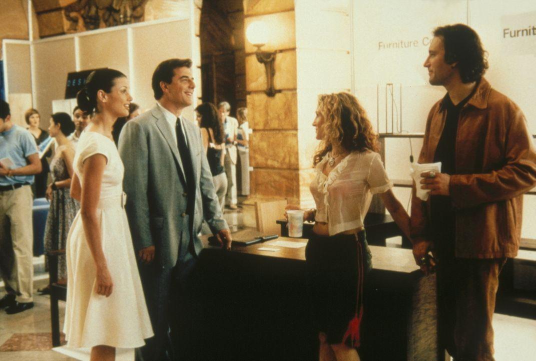 (v.l.n.r.) Die Situation ist angespannt: Völlig unerwartet stehen sich plötzlich Big (Chris Noth), in Begleitung von Natasha (Bridget Moynahan), u... - Bildquelle: Paramount Pictures