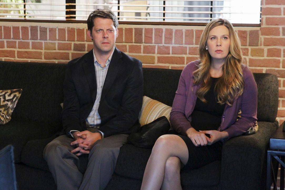 Kommen mit einem ganz besonderen Problem zu Violet und Sheldon: Rich (David Furr, l.) und Lori (Anne Dudek, r.) ... - Bildquelle: ABC Studios