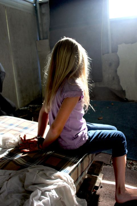 Jaycee Dugard wird im Alter von 11 Jahren entführt und von einem Ehepaar als Sex-Sklavin gehalten ... - Bildquelle: M2 Pictures