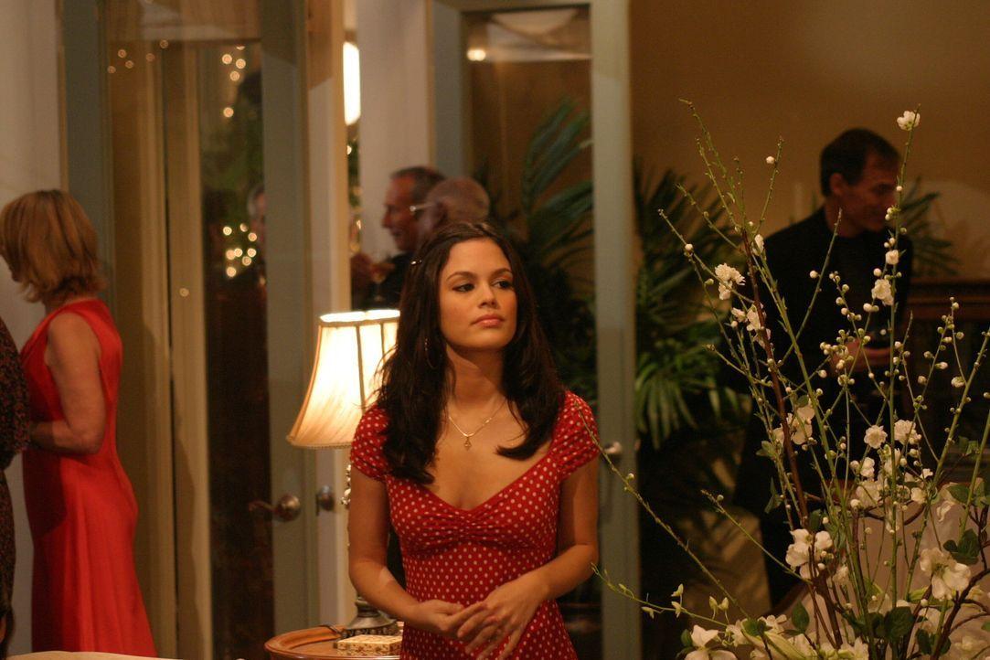 Summer (Rachel Bilson) überredet Seth dazu, an den Flughafen zu fahren, um sich von Anna zu verabschieden ... - Bildquelle: Warner Bros. Television