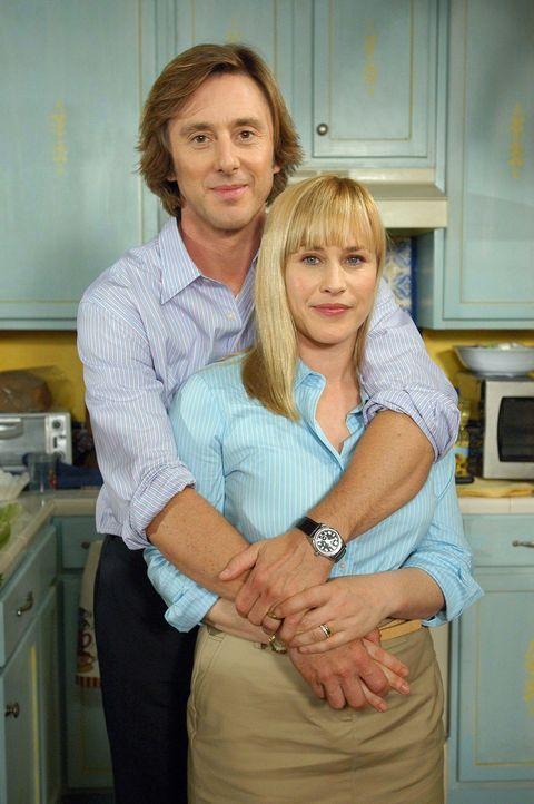 Gehen gemeinsam durch Dick und Dünn: Allison (Patricia Arquette, r.) und ihr Mann Joe (Jake Weber, l.) - Bildquelle: Paramount Network Television