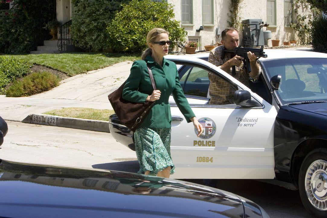 Brenda (Kyra Sedgwick) sucht weiterhin nach dem Mörder von Malik Fara und der Verbindung Faras zur Terrorzelle ... - Bildquelle: Warner Brothers