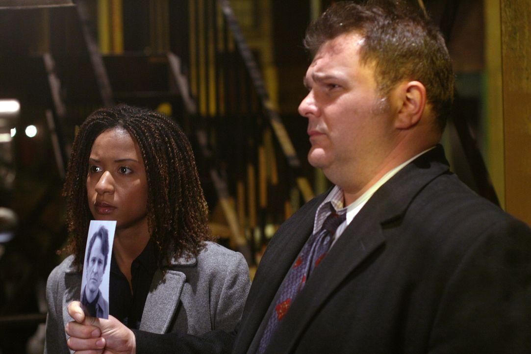 Diesmal wird der Fall einer im Jahr 2007 verschwundenen Frau neu aufgerollt, die am Tag ihrer Verlobungsfeier plötzlich entführt wurde. Nick Vera (J... - Bildquelle: Warner Bros. Television