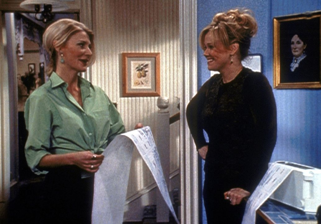 Zelda (Beth Broderick, l.) forscht nach einem Mittel gegen Allergien - was dabei herauskommt, ist ein Reinigungsmittel für den Haushalt. Hilda (Car... - Bildquelle: Paramount Pictures