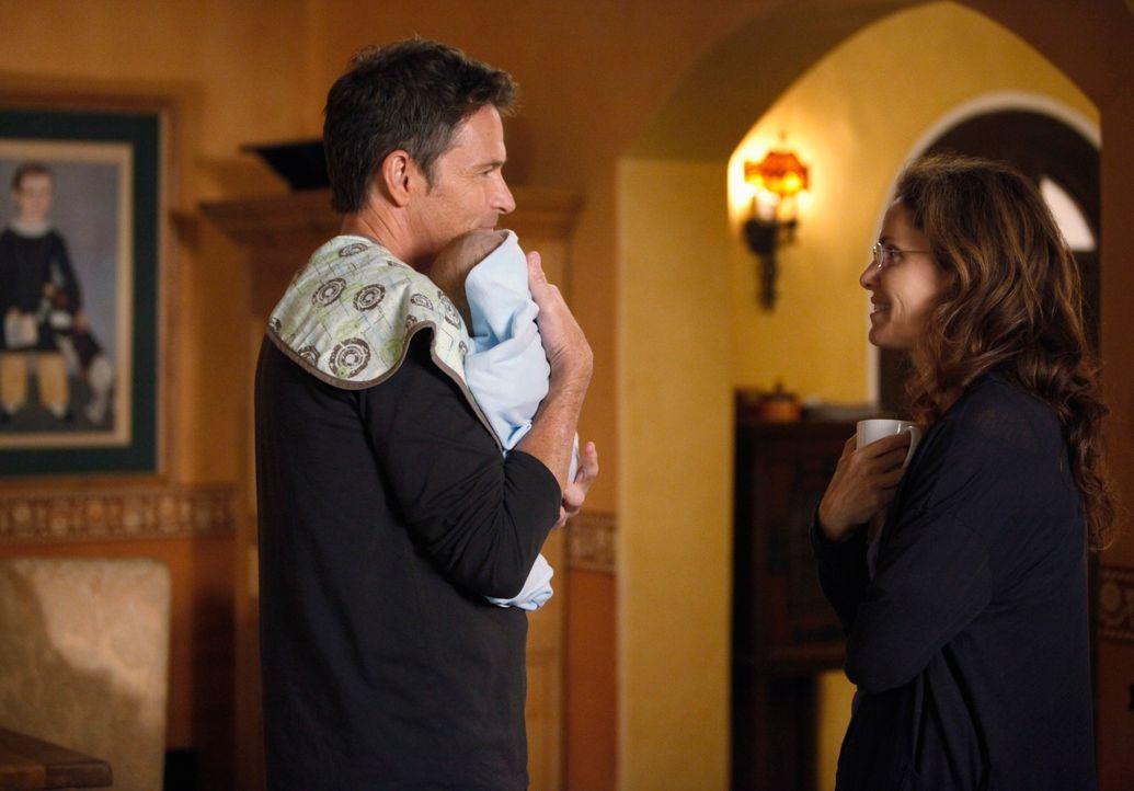 Da Violet (Amy Brenneman, r.) keine Bindung zu ihrem Kind aufbauen kann, sieht sie keinen anderen Ausweg mehr, als den kleinen Lucas zu Pete (Tim Da... - Bildquelle: ABC Studios
