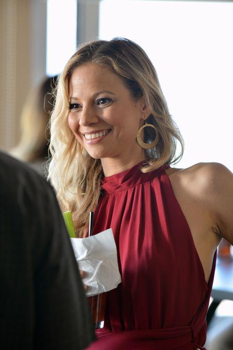 Die attraktive Barbesitzerin Natalia Roosevelt (Tamara Braun) sieht aus als könnte sie kein Wässerchen trüben, doch der Schein trügt ... - Bildquelle: 2012 American Broadcasting Companies, Inc. All rights reserved.
