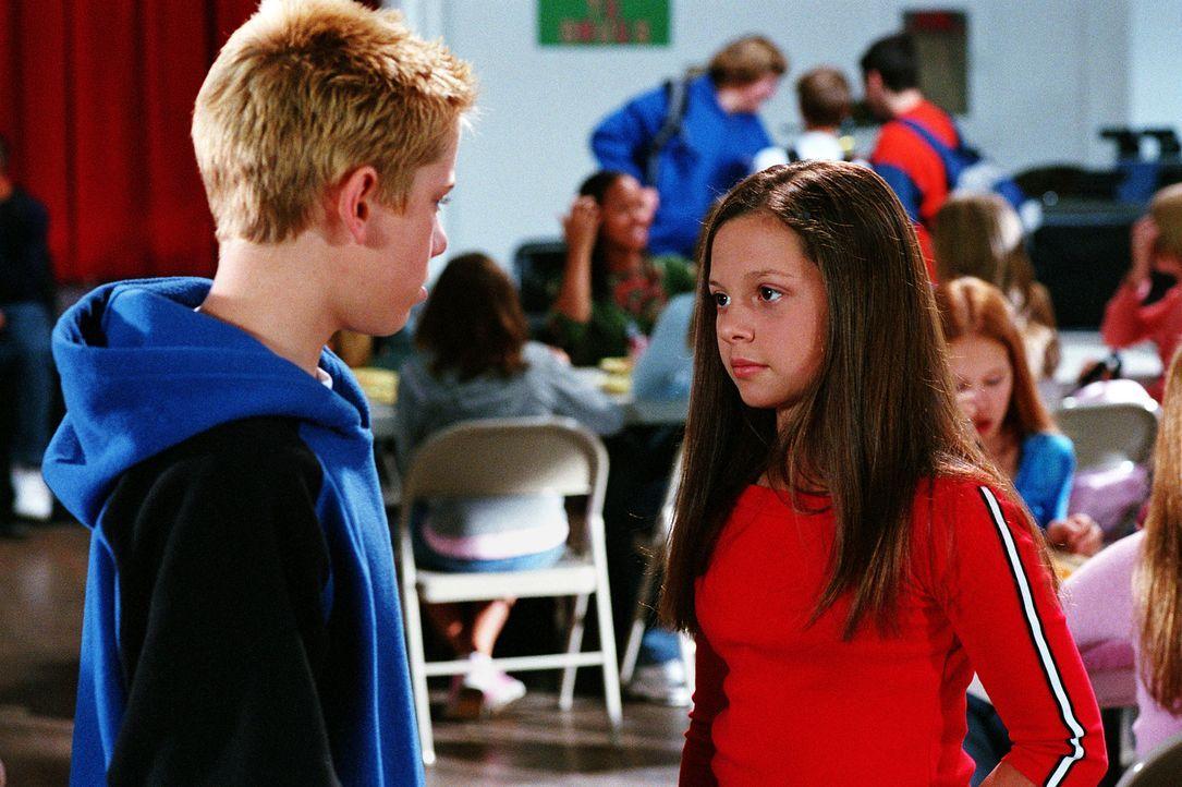 Peter (Scotty Leavenworth, l.) bietet Ruthie (Mackenzie Rosman, r.) an, ein Schulprojekt gemeinsam zu machen, doch sie lehnt ab ... - Bildquelle: Paul McCallum The WB Television Network