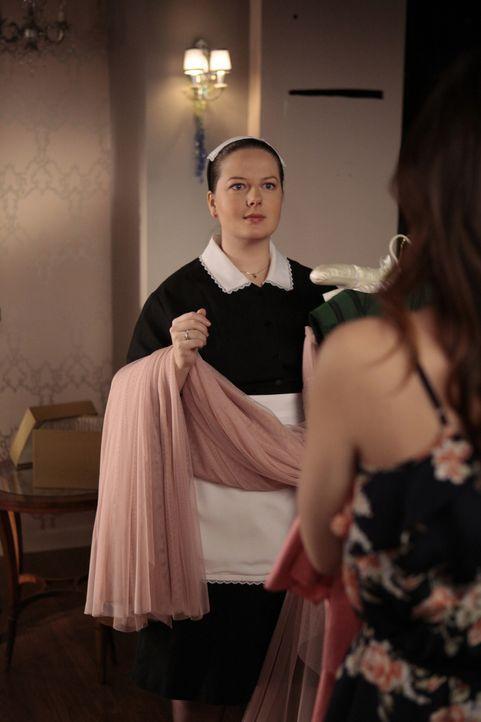 Hat es nicht immer leicht: Dorota (Zuzanna Szadkowski) ... - Bildquelle: Warner Bros. Television