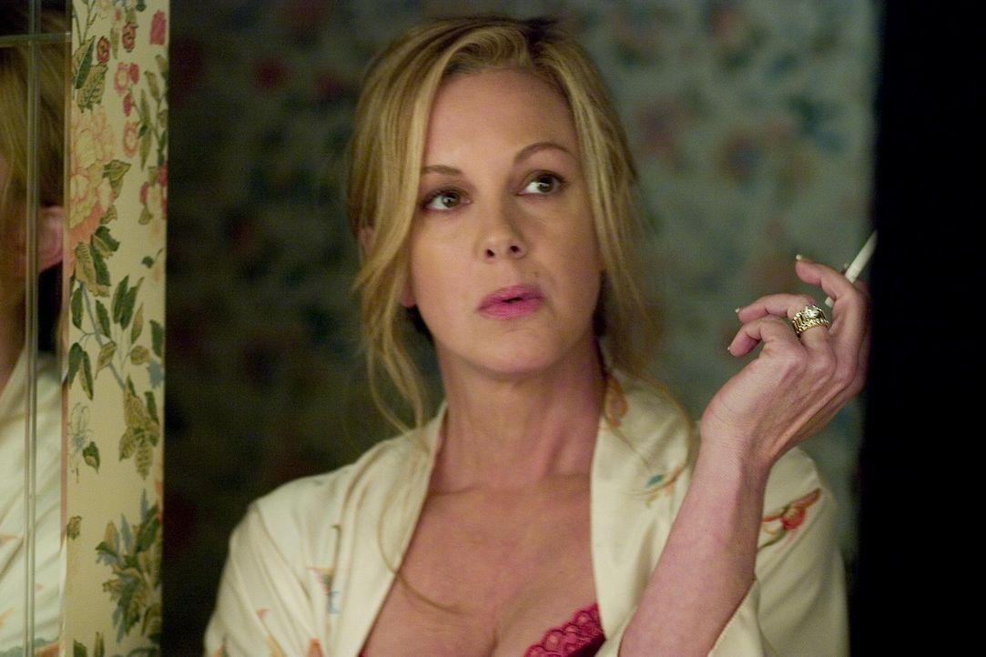 Nachdem sie herausgefunden hat, dass ihr Mann sie betrogen hat, schwört sie auf Rache: Celia (Elizabeth Perkins) ... - Bildquelle: Lions Gate Televison