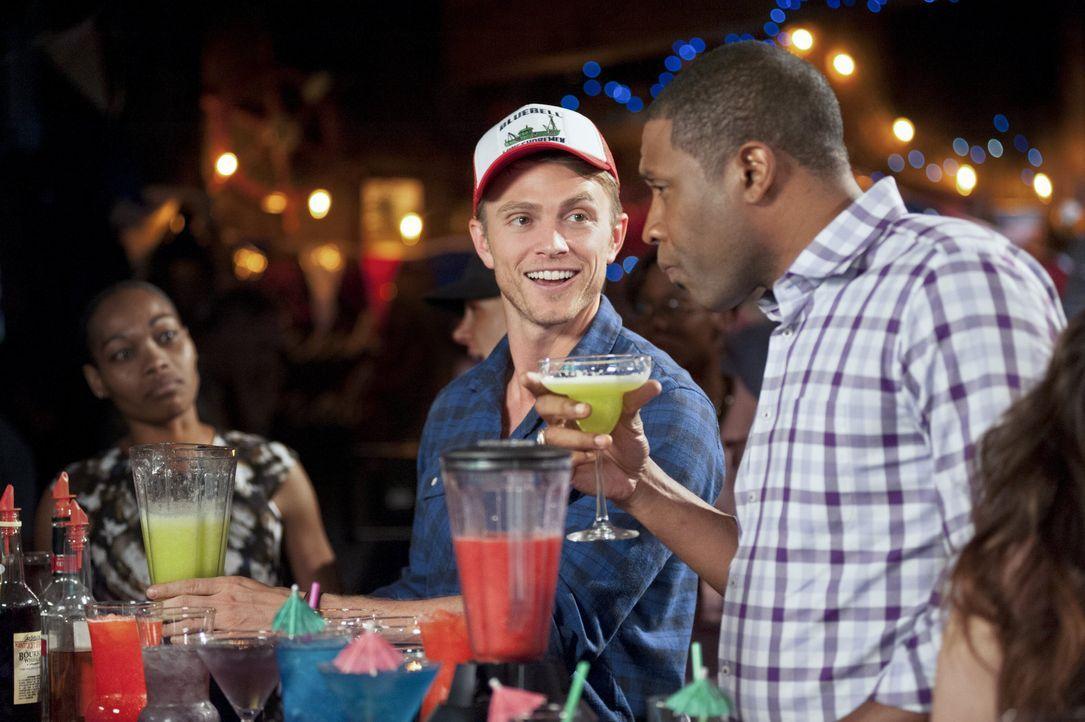 Wade und Lavon in der Bar - Bildquelle: Warner Bros.