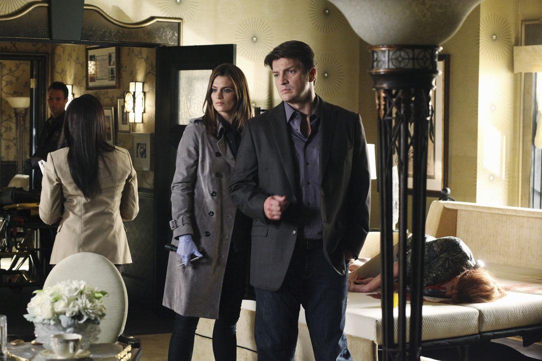 Als Beckett (Stana Katic, 2.v.l.) und Castle (Nathan Fillion, r.) den Mord an einer beliebten Hellseherin untersuchen, stellen sie fest, dass ein pa... - Bildquelle: 2010 American Broadcasting Companies, Inc. All rights reserved.