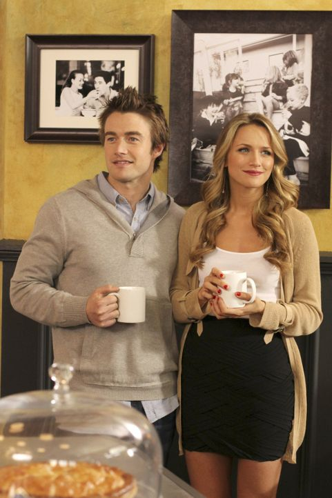 Um sie herum sind alle glücklich: Clay (Robert Buckley, l.) und Quinn (Shantel VanSanten, r.) ... - Bildquelle: Warner Bros. Pictures