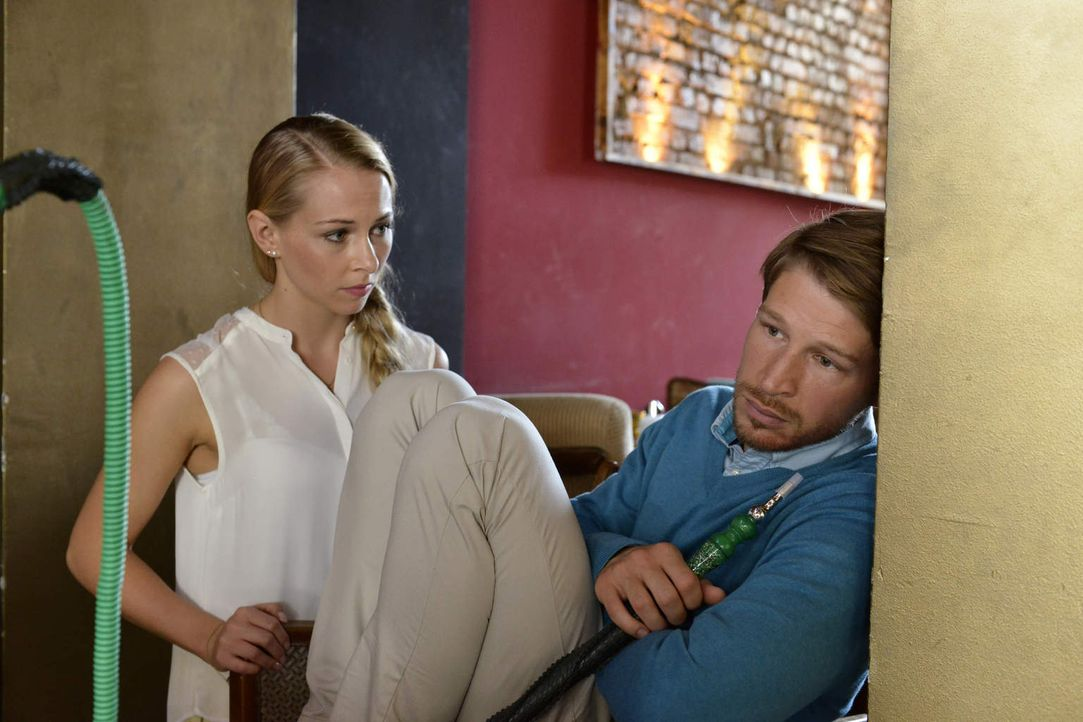 Haben Luisa (Jenny Bach, l.) und Julian (Oliver Bender, r.) noch eine Chance, nachalldem was geschehen ist? - Bildquelle: Oliver Ziebe sixx