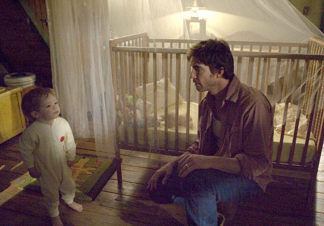 Unglücklicherweise kann der kleine Ben (Evan / Theodore Turner) seinem Vater Roy Solomon (Dylan McDermott) nicht sagen, was er Schreckliches gesehe... - Bildquelle: 2005 GHP-3 SCARECROW, LLC.