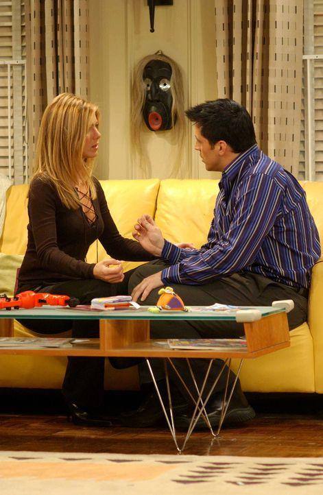 Nach jahrelanger Freundschaft fällt es Joey (Matt LeBlanc, r.) und Rachel (Jennifer Aniston, l.) nicht leicht, sich wie ein Liebespaar zu benehmen -... - Bildquelle: 2003 Warner Brothers International Television
