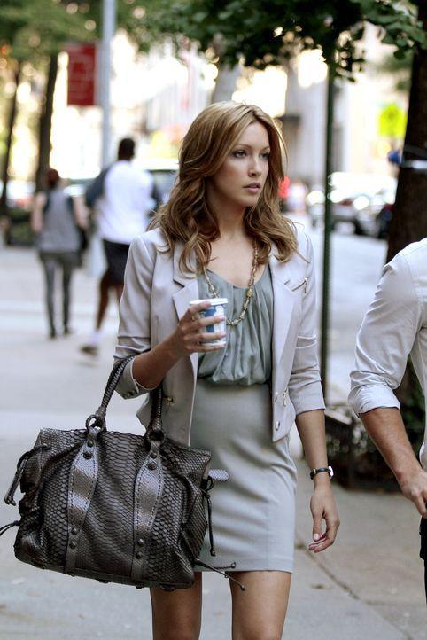 Als Serena zurück in New York ist, sind beide Männer vergeben, denn Dan hat sich mit Vanessa versöhnt und Nate spielt eine Beziehung mit Juliet (Kat... - Bildquelle: Warner Brothers