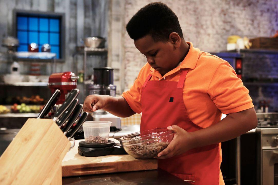 """Wie wird sich Alex bei der """"heiße"""" Schokolade-Challenge schlagen? - Bildquelle: Adam Rose 2015, Television Food Network, G.P.  All Rights Reserved."""