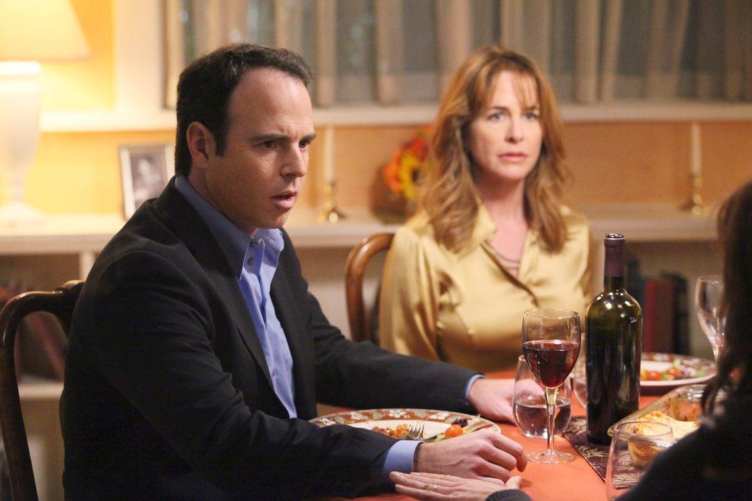 Susan versucht alles, damit Julie ihr ungeborenes Kind nicht an Bill (Christopher Goodman, l.) und Debbie (Stephanie Erb, r.) abgibt ... - Bildquelle: ABC Studios