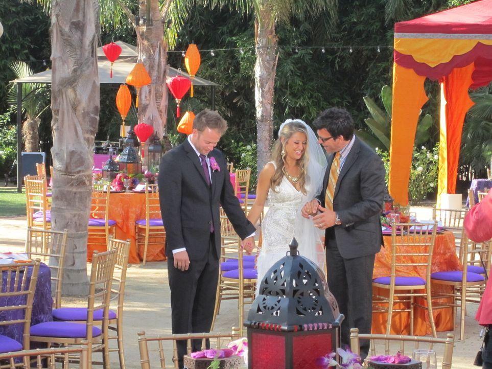 (4. Staffel) - Die Brautpaare setzen große Hoffnungen in den Wedding-Planner David Tutera (r.). Doch wird er wirklich ihre Traumhochzeit organisiere... - Bildquelle: 2012 PilgrimStudios