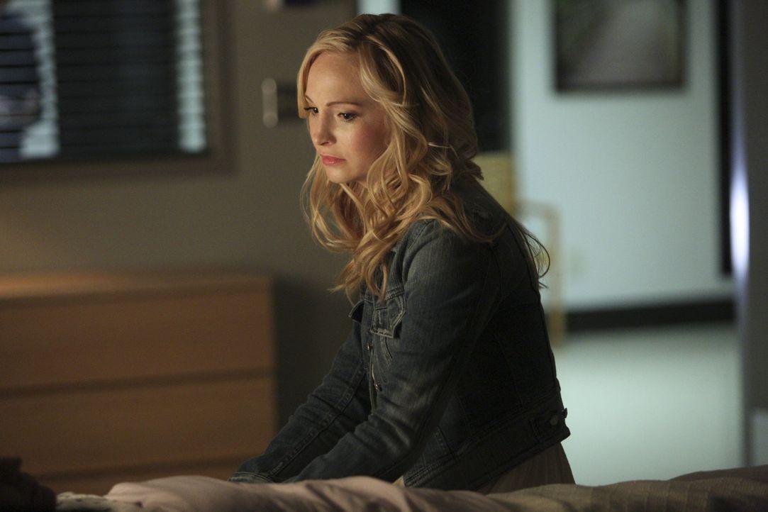 Caroline hat Angst, ihre Mutter zu verlieren - Bildquelle: Warner Bros. Entertainment Inc.